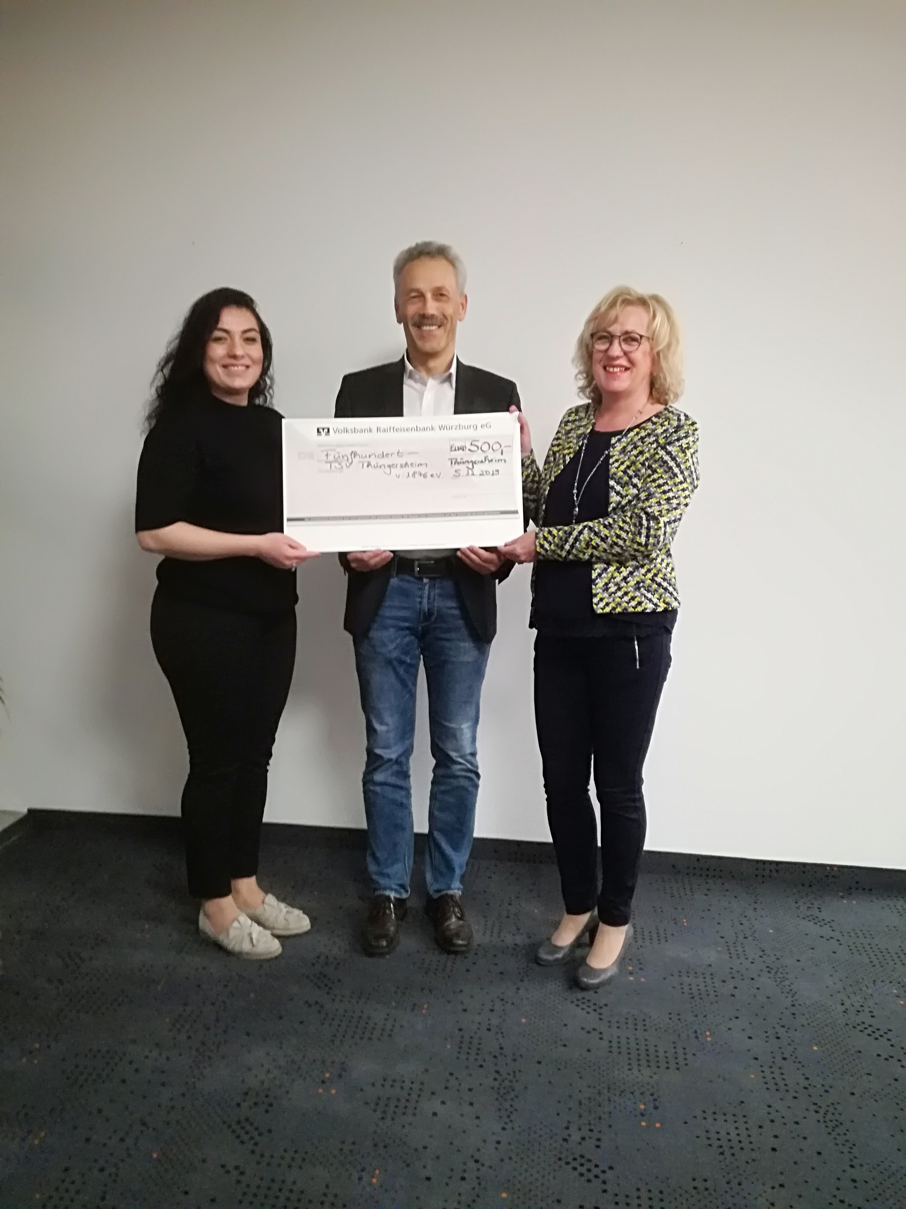 Spendenübergabe der VR Bank an den TSV